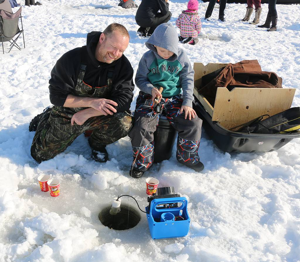 Inquinte ca warm reception at first cops and kids ice for Ice fishing 2017