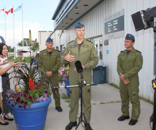 INQUINTE CA | First group of soldiers depart CFB Trenton for